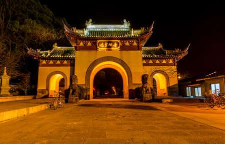Night view of Main gate park of Putuoshan mountains, Zhoushan Islands, a renowned site in Chinese bodhimanda of the Guanyin 新聞圖片