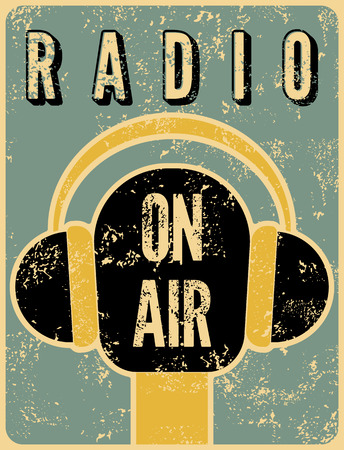 文字体裁のレトロなグランジ ラジオ駅ポスター。空気のマイク。ベクトルの図。  イラスト・ベクター素材