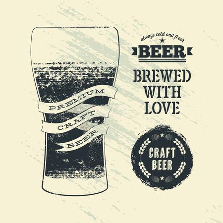 Typografie vintage grunge stijl bier poster met glas bier. Vector illustratie. Stock Illustratie
