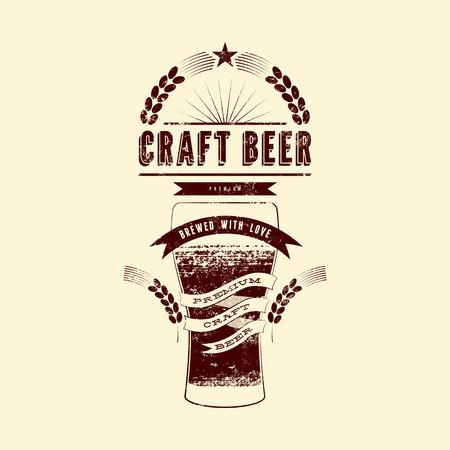 Ambachtelijke bier label. Vintage grunge stijl bier poster. Vector illustratie. Stock Illustratie