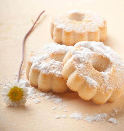 powdered sugar: canestrelli biscuit on wood table Stock Photo
