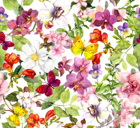 patrones de flores: Flores y mariposas de la vendimia. Estampado de flores retro. Acuarela Foto de archivo