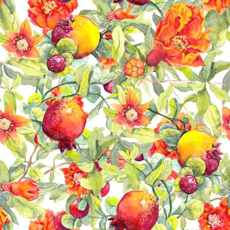 Fruits de grenade, fleurs rouges. Motif floral sans soudure. Aquarelle