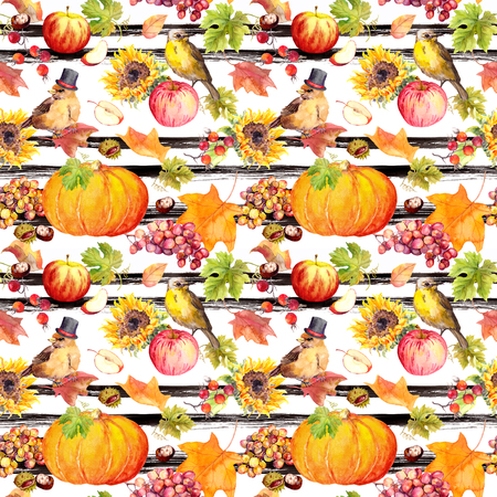 Thanksgiving repeating pattern - birds, fruits, vegetables - pumpkin, apples, grape with autumn leaves. Vintage watercolor Stockfoto - 114075950