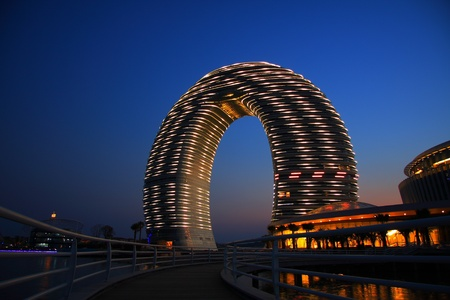 Sheraton Resort & Spa, located on the south bank of Taihu Lake, Chinas Zhejiang Province, Huzhou, the worlds ninth Bay landmark building, this countrys first seven-star hotel Platinum Water built by Shanghai-Island Investment Group.