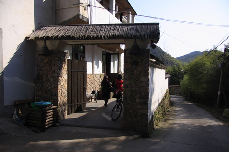 Yang Knorr, is a small scenic village of Moganshan Deqing County, Zhejiang.  Editorial