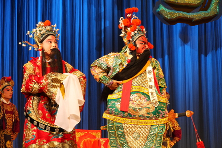 playing folk: The performance of traditional Chinese opera at stage