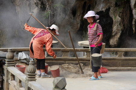 wage earners: Atami, located in Tengchong County, Yunnan Province is one of China  's three major geothermal areas, national AAAAA level scenic spots. Feiquan its territory, gas springs, fountains, hot springs 88. The picture shows the woman in the gas fountain co