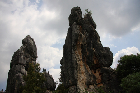 world natural heritage: Stone Forest, the famous World Natural Heritage, located in Shilin Yi Autonomous County of Yunnan Province, is located in the world's only subtropical plateau karst geology and geomorphology of wonders, so far, 270 million years old. Stock Photo
