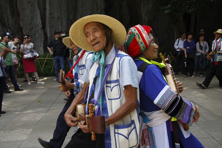 "The Yi Sani big dance is a dance sanxian living in Yunnan Province, Shilin Yi Sani jump. They are beautiful, handsome, warm, hospitable, and all of them are born singer, dancer. Pictured in the scenic cheerful spirited performances for tourists, \ ""S"