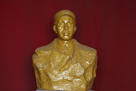 wen: Chekiang Military Museum is located in Changxing County Huai Hom Tong Wen Township, premises Zhejiang Province Xianfeng big houses. 1985 Hall name inscribed by Jiang Weiqing, the formal establishment of the memorial. Pictured Su Yu statue.