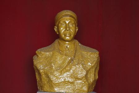 wen: Chekiang Military Museum is located in Changxing County Huai Hom Tong Wen Township, premises Zhejiang Province Xianfeng big houses. 1985 Hall name inscribed by Jiang Weiqing, the formal establishment of the memorial. Pictured Su Yu statue.