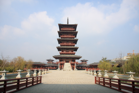 former years: Chen Ba Xian Chen Wudi former Imperial Palace House, Chen Baxian humble origin, appreciated by Ying Xiao, Taiping two years (557 years) waste Emperor Jing of Liang, self-reliance for the emperor, the establishment of large-Chen, Gaiyuan Yongding, is Chen