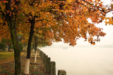 South Lake Scenic Area is a national scenic spots, national classic red tourism attractions. Spring and autumn rain started falling, down hazy lake scenery all in the smoke.