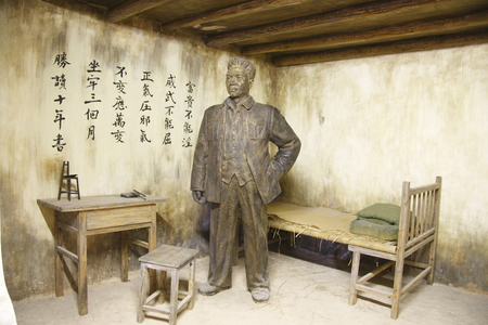ye: Shangrao City in Jiangxi Shangrao camp in the southern suburbs of Maojialing. Built in 1941 by the Kuomintang, the New Fourth Army commander Ye Ting and other communists imprisoned. Pictured Ye Ting as commander.