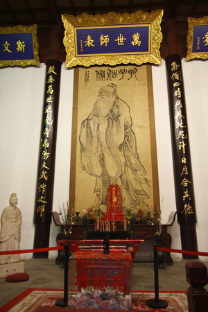 guiding light: Confucius Temple, Qinhuai River in Nanjing, Jiangsu Province side to commemorate Jesus Christ Biao and Confucius Temple was built. Editorial