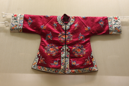 end times: Qing Dynasty, the Republic of China, by the Chinese Association of Museums modern cheongsam Professional Committee on display in the city of Huzhou City, Zhejiang Museum.