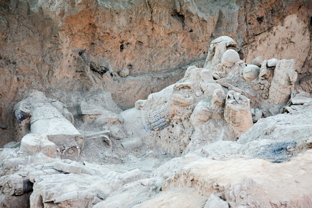 huang: Terracotta Warriors pit located in this Lintong, Shaanxi Province, is one of the greatest discoveries and Horses of Qin Shi Huang Mausoleum part of 1987 was included in the World Heritage List, is the worlds archaeological history. Pictured have not cle