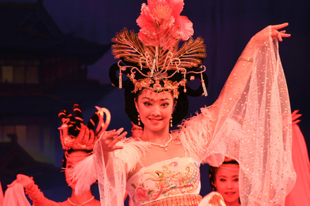 "tang: Datang Xi'an, Shaanxi Province dance is an external card. The foreign guests as if they brought back fantastic Tang era. Tang Palace dance music by musical ensemble ""Long live music"" dance ""Bai Zhu Dancing"", ""big Nuo"", &q Editorial"