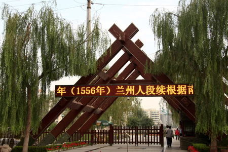 the local characteristics: Waterwheel Park is a hundred miles Lanzhou Huanghe style online local characteristics most attractions, but also along the Yellow River in Lanzhou City, the oldest ancient irrigation tools.