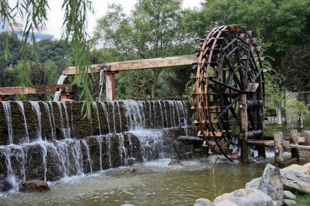 waterwheel: Waterwheel Park is a hundred miles Lanzhou Huanghe style online local characteristics most attractions, but also along the Yellow River in Lanzhou City, the oldest ancient irrigation tools.