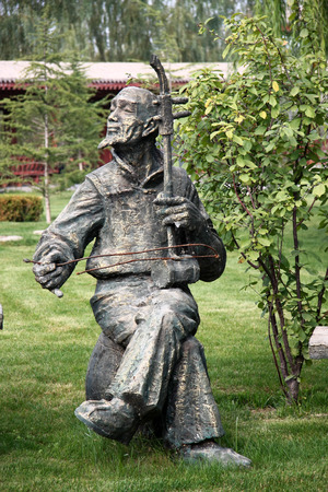 the local characteristics: Waterwheel Park is a hundred miles Lanzhou Huanghe style online local characteristics most attractions, but also along the Yellow River in Lanzhou City, the oldest ancient irrigation tools. Pictured playing sculpture.