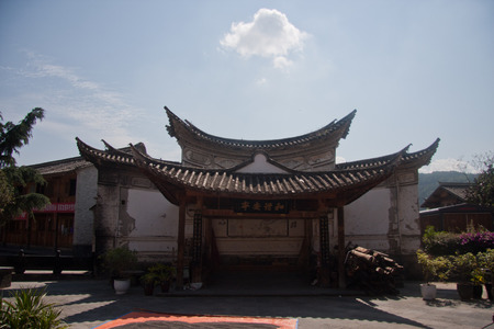 expeditionary: the town house from east to west, mountains and built, gradually ascending, stretching twenty-three km. Now retains a seat temple, shrine, Ming and Qing architecture. Editorial