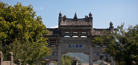 expeditionary: memorial statue, located in Tengchong County, Yunnan Province Heshun town, the town house from east to west, mountains and built, gradually ascending, stretching twenty-three km. Now retains a seat temple, shrine, Ming and Qing architecture. Editorial
