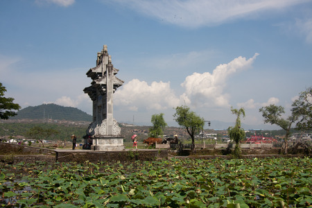 expeditionary: Filial piety Festival Pavilion, located in Tengchong County, Yunnan Province Heshun town, the town house from east to west, mountains and built, gradually ascending, stretching twenty-three km. Now retains a seat temple, shrine, Ming and Qing architecture