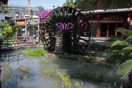 expeditionary: Waterwheel, located in Tengchong County, Yunnan Province Heshun town, the town house from east to west, mountains and built, gradually ascending, stretching twenty-three km. Now retains a seat temple, shrine, Ming and Qing architecture.