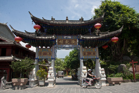 gradually: zhongbao Street , located in Tengchong County, Yunnan Province Heshun town, the town house from east to west, mountains and built, gradually ascending, stretching twenty-three km. Now retains a seat temple, shrine, Ming and Qing architecture.
