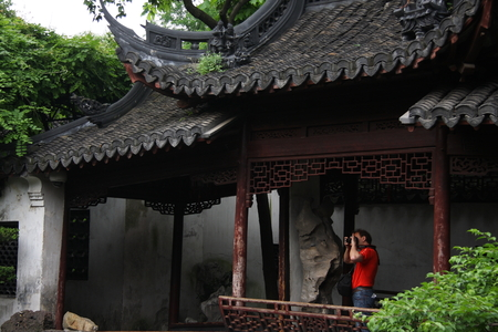 believers: Shanghai Temple is a tourist paradise, is an important Taoist temples in Shanghai, is a shopper  's paradise at home and abroad