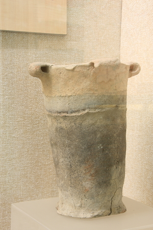raider: Waist along kettle (Majiabang culture), unearthed in Wuxing area. Editorial