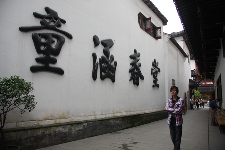 Shanghai Temple tourist area is important Taoist temples in Shanghai, is a shopper's paradise at home and abroad.