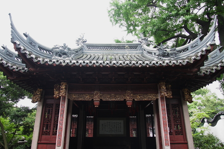 believers: Will be the site of a knife. Shanghai Temple is a tourist paradise, is an important Taoist temples in Shanghai, is a shoppers paradise at home and abroad.