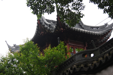 believers: Shanghai Temple is a tourist paradise, is an important Taoist temples in Shanghai, is a shopper's paradise at home and abroad.