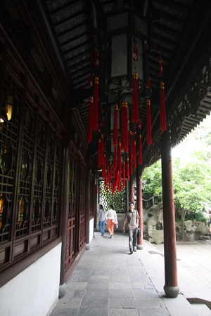 visitors area: Shanghai Temple tourist area is important Taoist temples in Shanghai, visitors walking around
