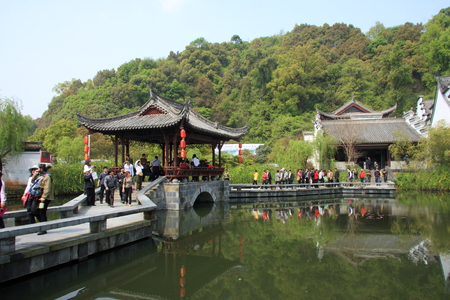 hometown: Great hometown - Riverside is located in the scenic Wuyuan, Jiangxi Province, the famous attractions that Xiao Jiangzong Riverside shrine temple, brick, wood carving, stone carving realistic shape, full of elegant architectural elegance. pictured visi