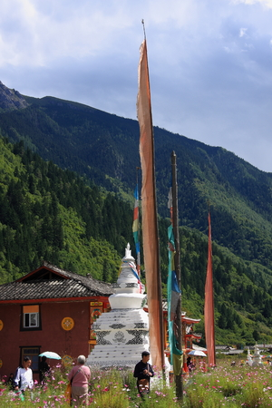 Stupa, prayer flags, Jiuzhaigou natural and cultural landscape, becoming the sole owner of the  World Biosphere Reserve two crown of the Holy Land. Known as paradise on earth.