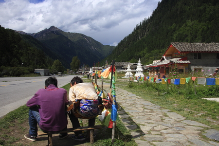 holy land: Tibetan stockade, Jiuzhaigou natural and cultural landscape, becoming the sole owner of the World Biosphere Reserve two crown of the Holy Land. Known as paradise on earth. Stock Photo