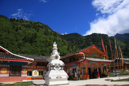 the holy land: Stupa , Jiuzhaigou natural and cultural landscape, becoming the sole owner of the World Biosphere Reserve ,crown of the Holy Land. Known as paradise on earth.