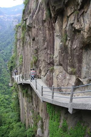 poems: Taizhou, Zhejiang, Hainan and Taiwan cents a scenic valley views.