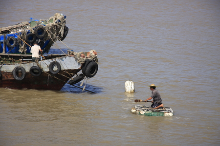 Yuhuan County of Zhejiang Province multiply floating offshore fishermen are planning to trim fishing boat.