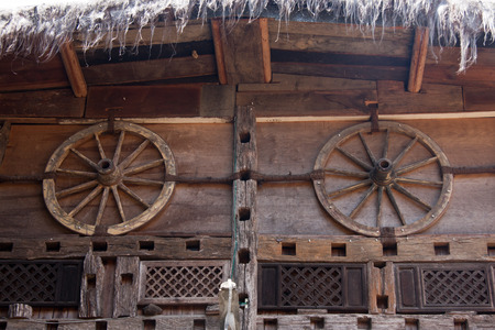 minority: Bar walls, bar wall decoration materials with certain ethnic characteristics owner purchases come from the southwest border of Yunnan minority people in the demolition of houses.
