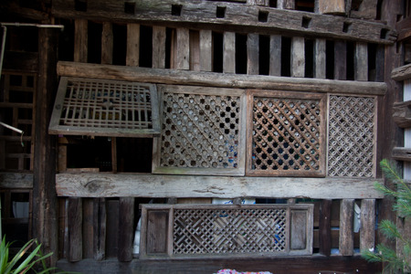combined: Bar walls, bar wall decoration materials with certain ethnic characteristics owner purchases come from the southwest border of Yunnan minority people in the demolition of houses.