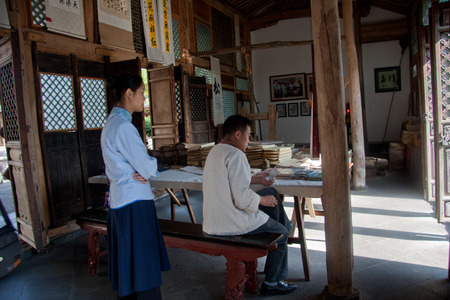 combined: Ancient paper, rolls town located southwest of Tengchong County, rolls ancestors ordered Cultivating far from Sichuan, Nanjing, Hubei and Hunan and other places, live and multiply for generations, dating back more than six centuries of history. Heshun Tow