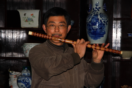 characterized: Gaochun old street was built in the Song dynasty, the shop with clear Anhui characterized architecture. As the ancient flute understand shop owner in leisure.