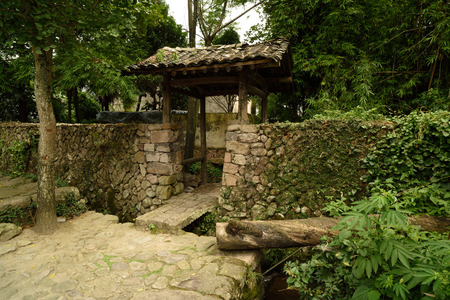 head stones: Lotus village is located in the rock town, Yongjia County, Zhejiang Province, village clan culture moving charm of architectural arts. Plaque in the Hall.