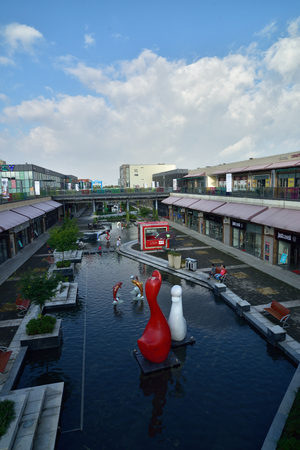 outlet store: Outlet outlet store is located in huzhou Taihu tourist resort, has settled a large number of international luxury brands.