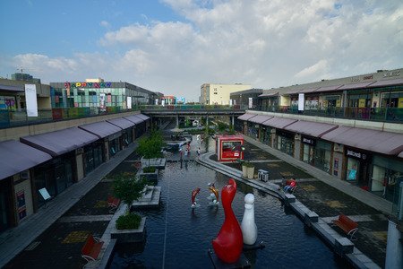 settled: Outlet outlet store is located in huzhou Taihu tourist resort, has settled a large number of international luxury brands.